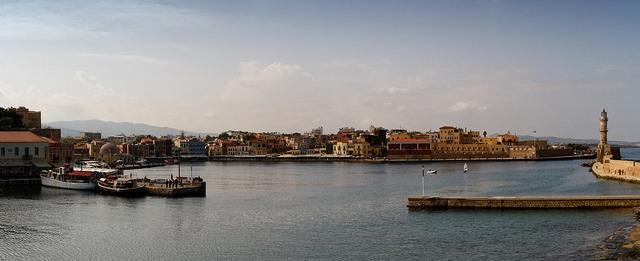 Panorama přístavu v letovisku Chania