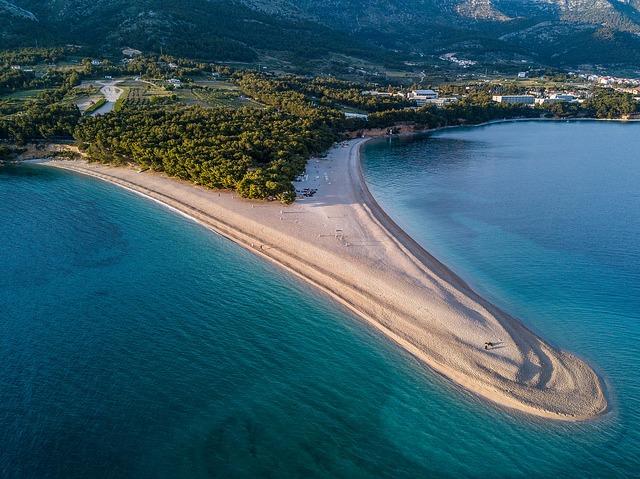 Pláž Zlatni Rat v Chorvatsku