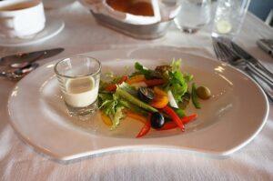 Ultra all inclusive často umožňuje objednávat v rámci ceny i pokrmy z jídelního lístku